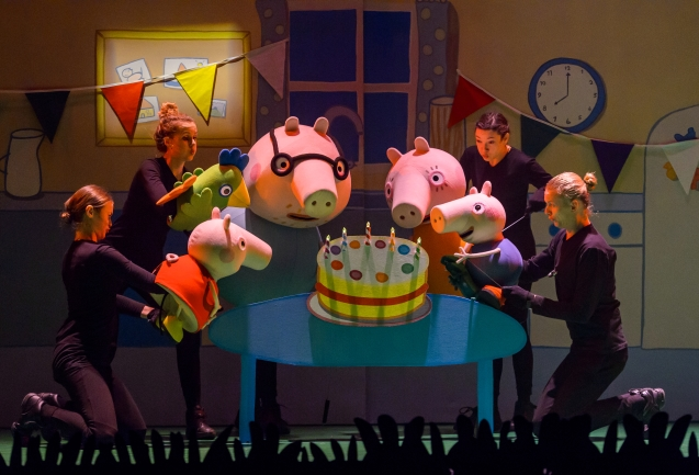 01aaPeppa_Pig_Live_Ueberraschungsparty 002_Copyright_TheateraufTour_Fotograf_Wim Lanser